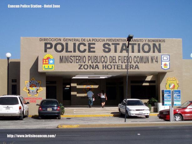 出典:http://www.4shared.com/photo/cWQ9-Kno/Cancun-Police-Station.html
