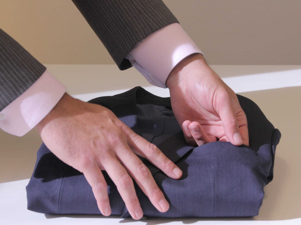 出典:http://www.businessinsider.com/how-to-pack-a-suit-for-a-business-trip-2013-6