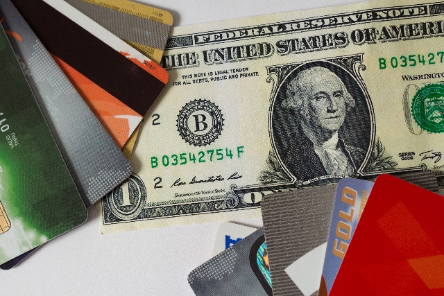 アメリカ 現金 カード
