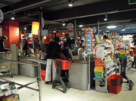 フランスのスーパーマーケットのレジ